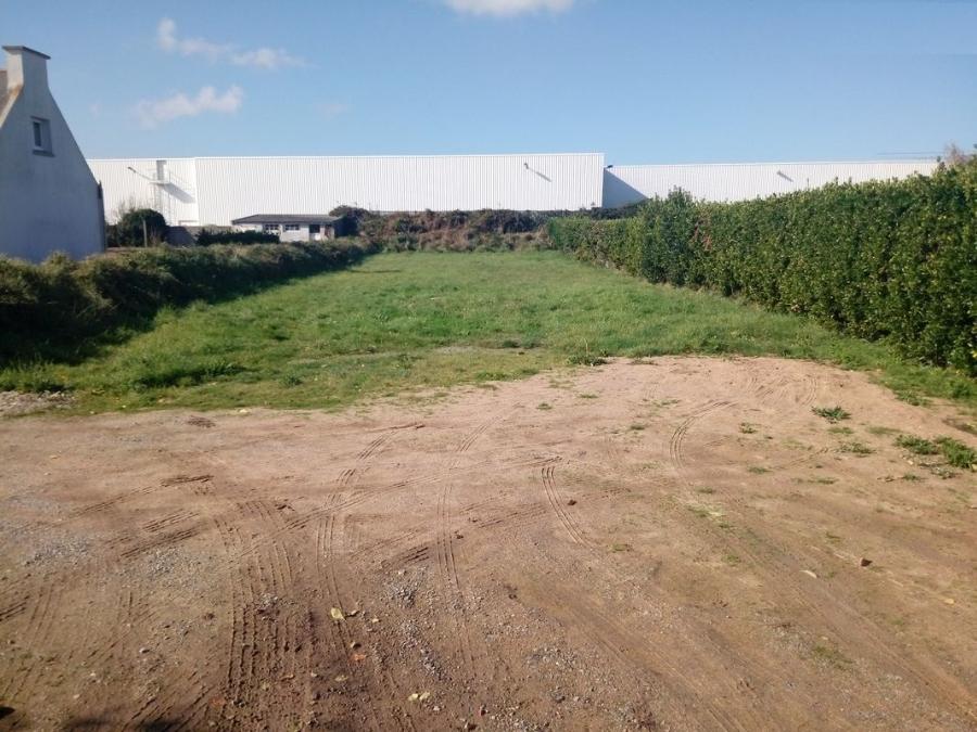 A Ploudalmezeau terrain de 611 m² à 46 900  €