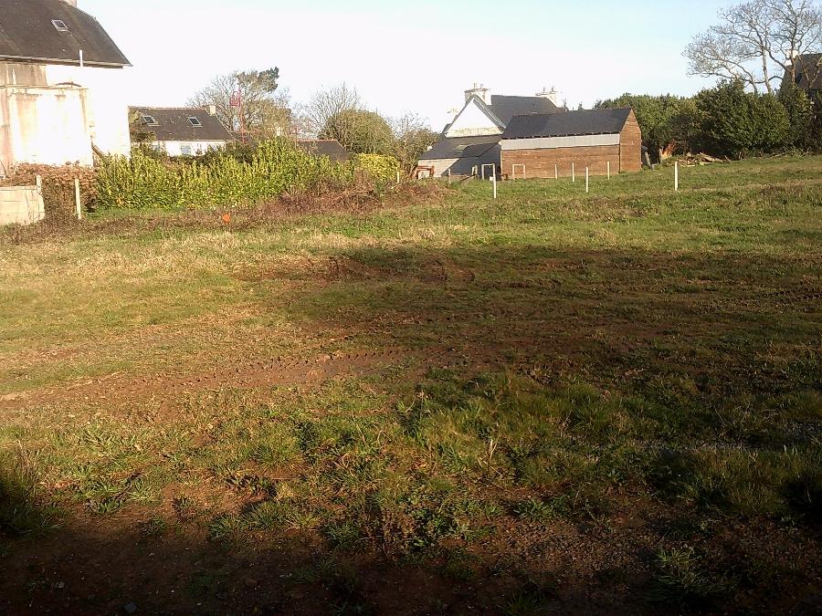 Terrain de 643 m² à Irvillac - 53 225 €